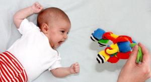Prendre soin de bébé à 2 mois